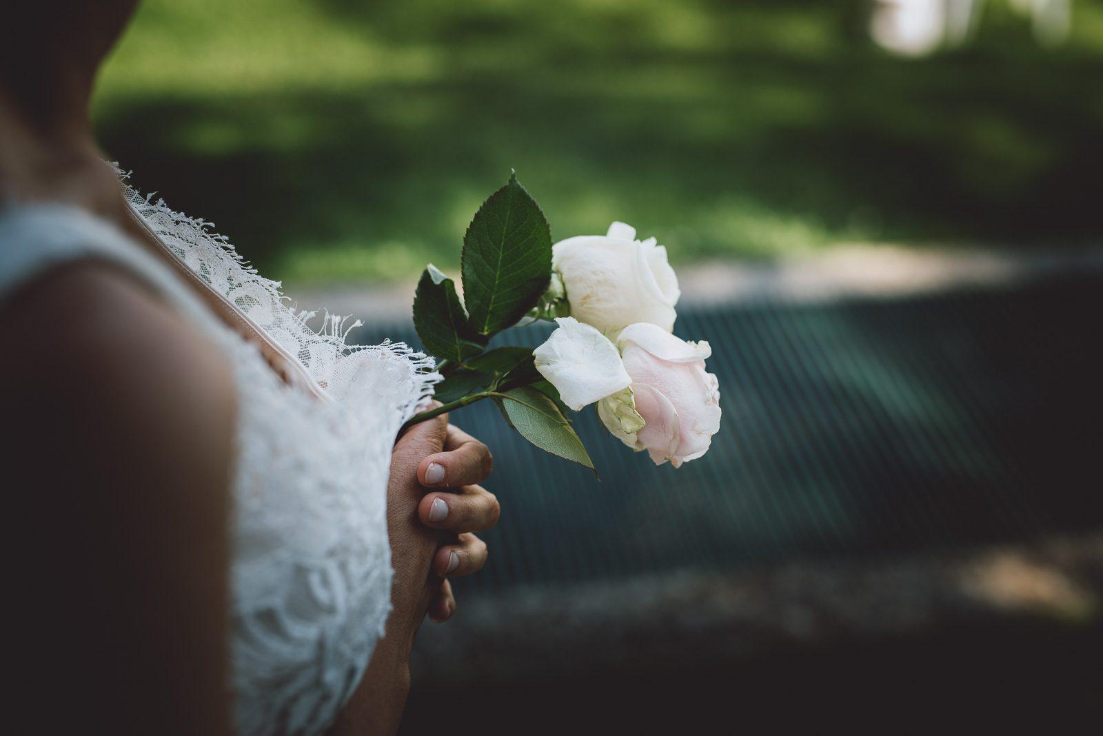 sposa con fiore matrimonio