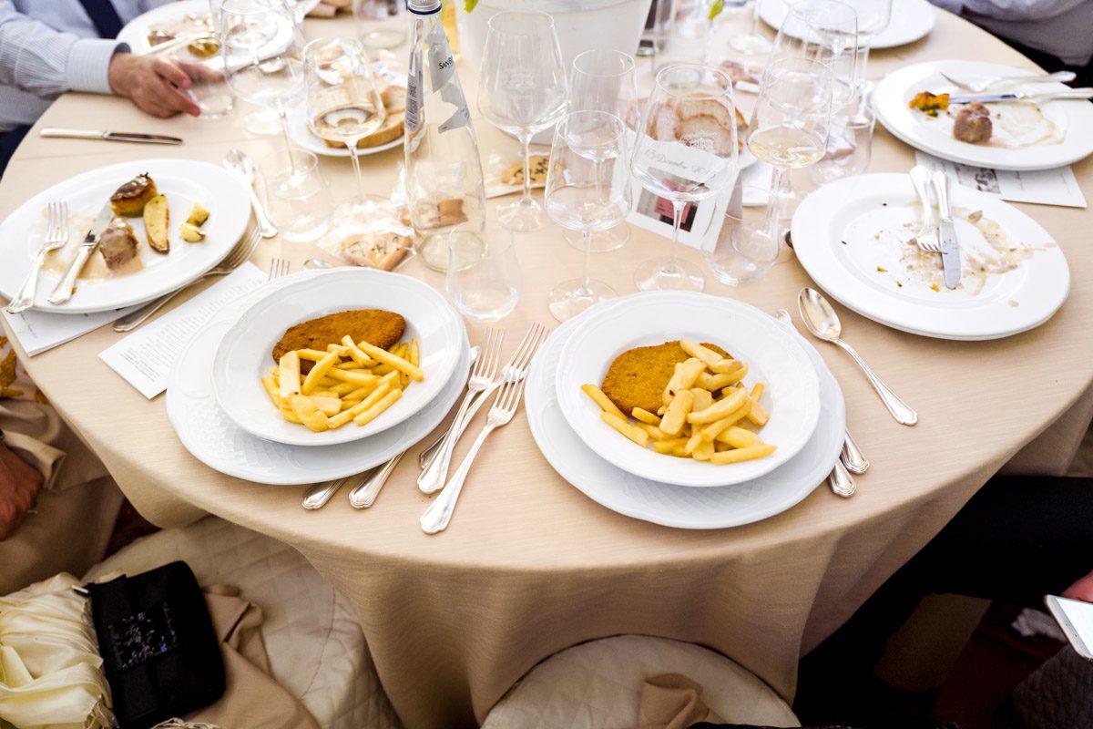 piatti abbandonati menu bambini cotoletta pranzo nozze matrimonio