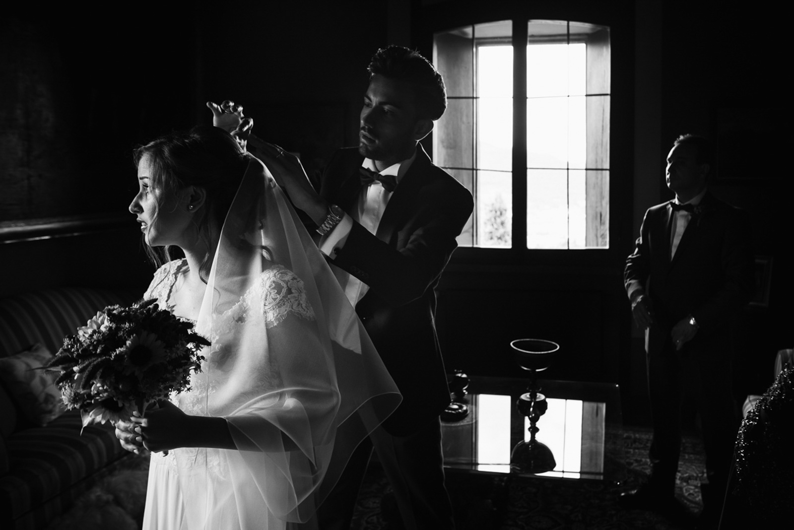 Lasposa, preparazione abito.. Max Allegritti, Fotografo Professionista di matrimonio a Milano e Monza
